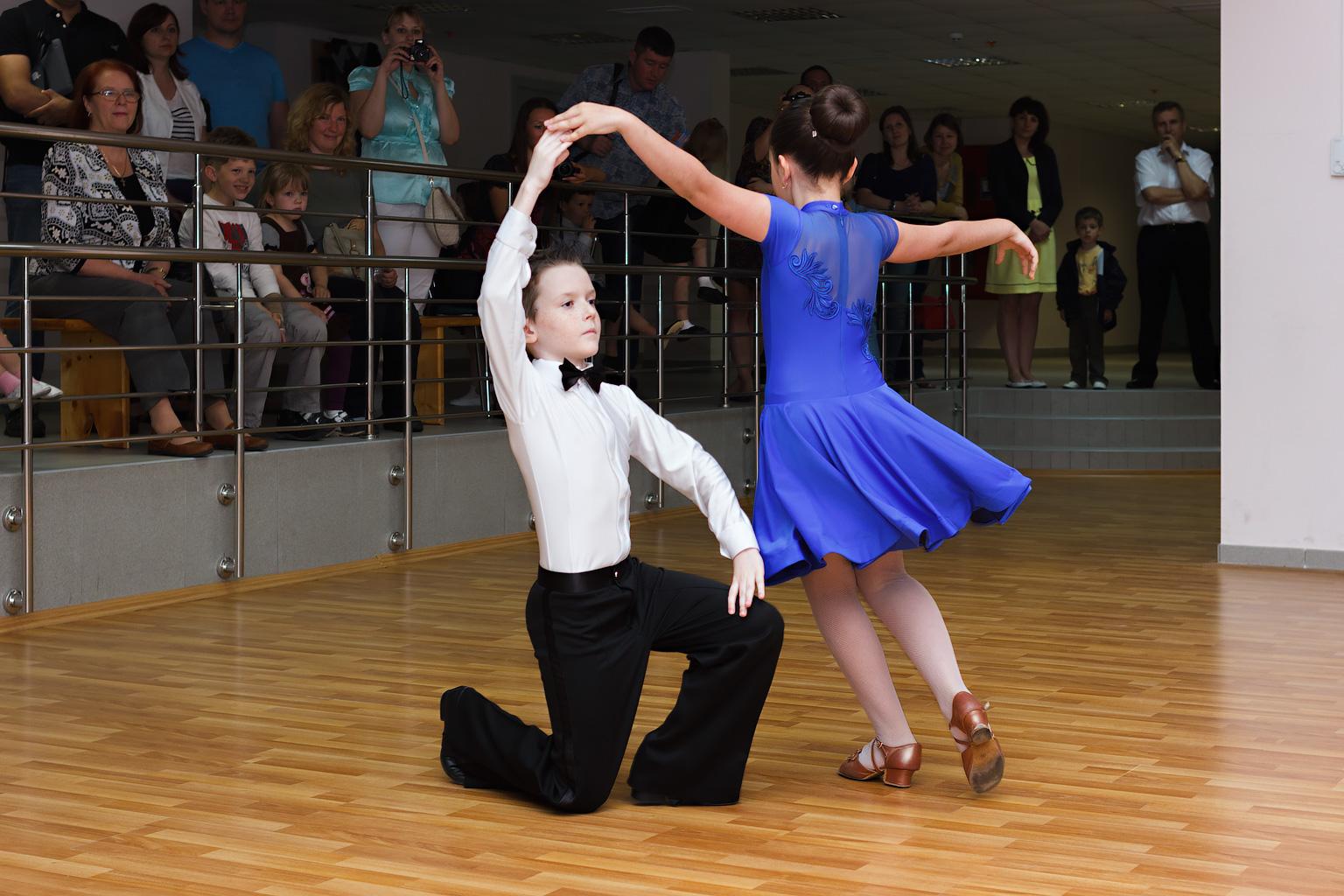 Какую роль для детей играют бальные танцы?